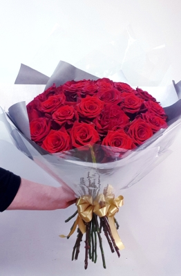 25 Red roses