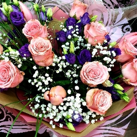 Pink roses and lisianthus